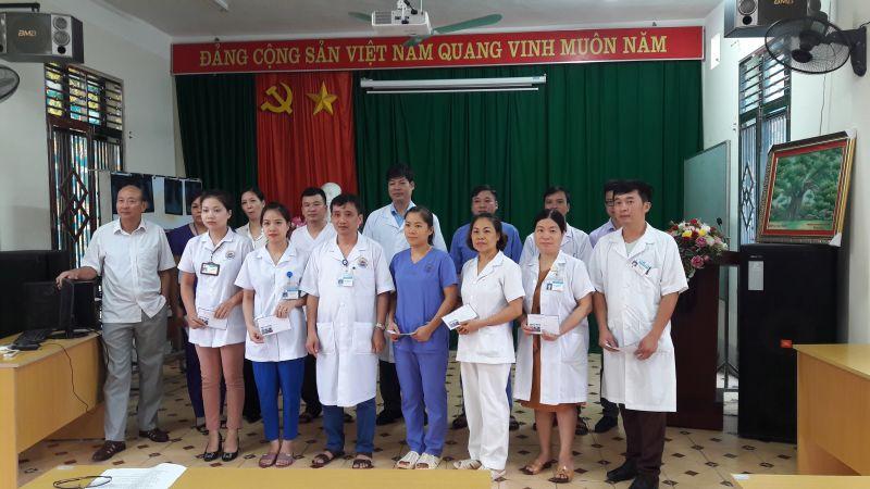 Chi hội CTĐ Bệnh viện thăm và tặng quà cho các hộ gia đình chính sách nhân dịp kỷ niệm 71 năm Ngày thương binh liệt sỹ (27/7/1947 - 27/7/2018)